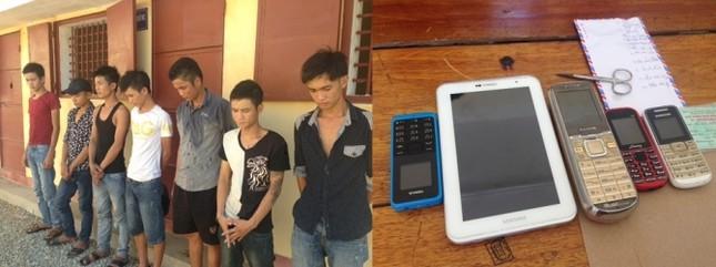Bắt quả tang nhóm đối tượng đang sử dụng thuốc lắc trong quán Karaoke - anh 1