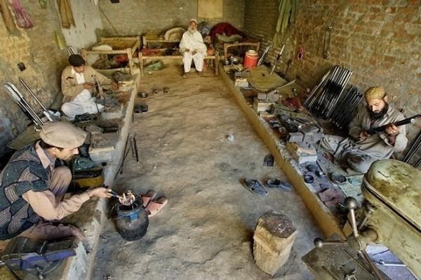 Ngôi làng chuyên sản xuất vũ khí lậu cho mạng lưới khủng bố ở Pakistan - anh 2