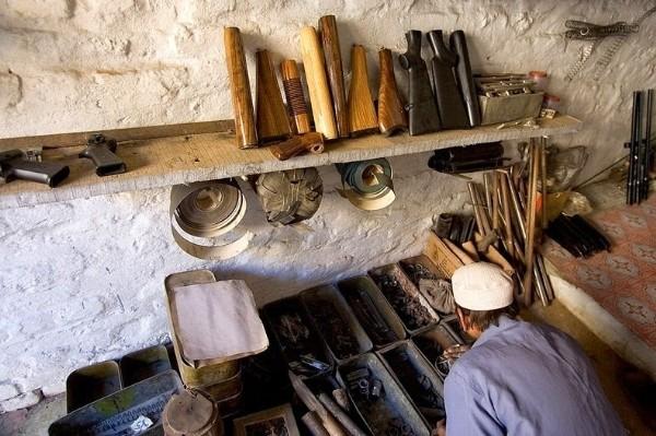 Ngôi làng chuyên sản xuất vũ khí lậu cho mạng lưới khủng bố ở Pakistan - anh 3