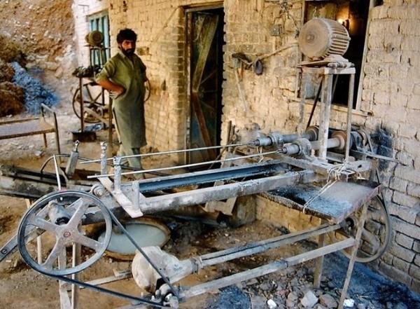 Ngôi làng chuyên sản xuất vũ khí lậu cho mạng lưới khủng bố ở Pakistan - anh 4