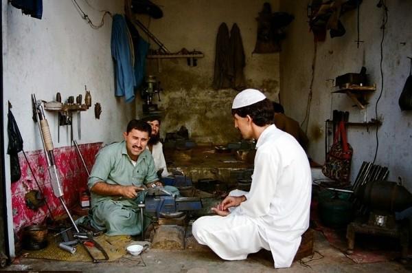 Ngôi làng chuyên sản xuất vũ khí lậu cho mạng lưới khủng bố ở Pakistan - anh 6
