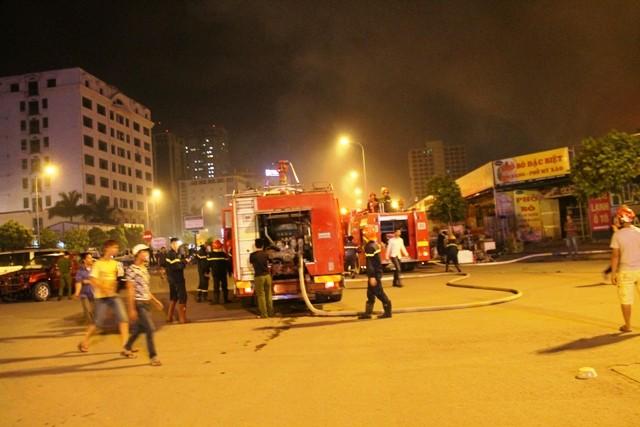 Hà Nội: Cháy dữ dội, thiêu rụi toàn bộ hàng hóa tại khu Nam Trung Yên - anh 1