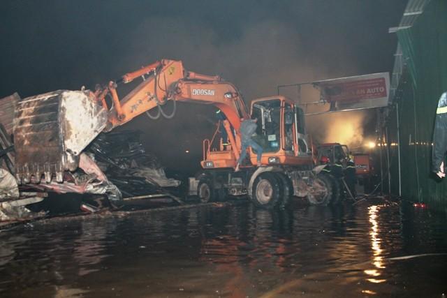 Hà Nội: Cháy dữ dội, thiêu rụi toàn bộ hàng hóa tại khu Nam Trung Yên - anh 13