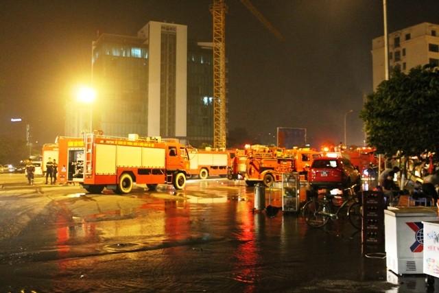 Hà Nội: Cháy dữ dội, thiêu rụi toàn bộ hàng hóa tại khu Nam Trung Yên - anh 2