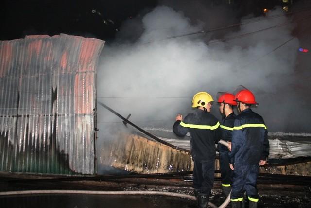 Hà Nội: Cháy dữ dội, thiêu rụi toàn bộ hàng hóa tại khu Nam Trung Yên - anh 8