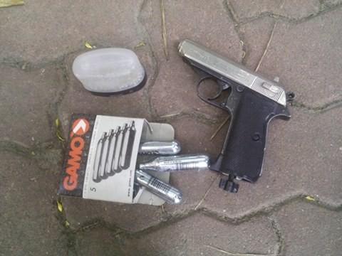 Hà Nội: Mang theo súng trong người, bị 141 tóm gọn - anh 1