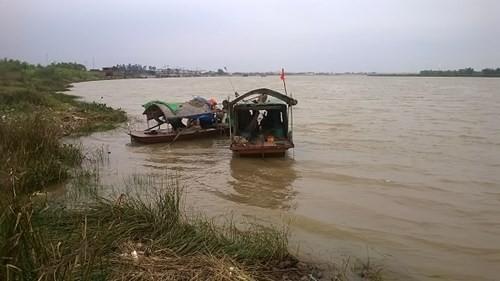 Rúng động: Siết cổ bé 3 tuổi tử vong rồi vứt xuống sông phi tang - anh 1