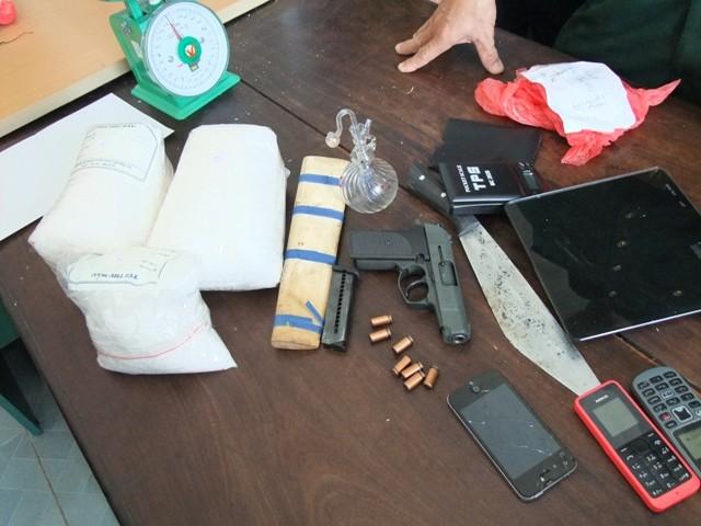 Ập vào khách sạn, bắt 2 đối tượng tàng trữ gần 4kg ma túy đá cùng súng K54 - anh 2