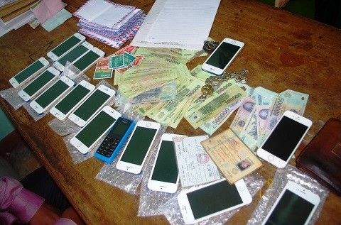 """Hà Tĩnh: Bắt đối tượng dùng iPhone """"rởm"""" lừa thẻ cào thật - anh 2"""