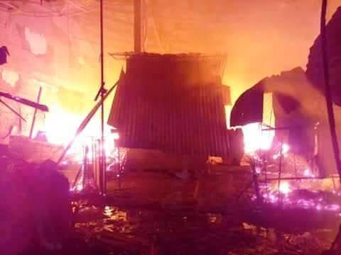 Hà Tĩnh: Cháy chợ Bộng, hàng trăm tiểu thương hoảng loạn trong đêm - anh 2