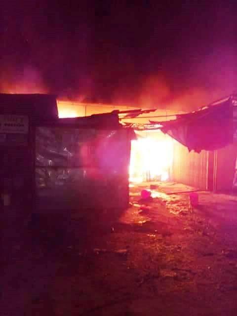 Hà Tĩnh: Cháy chợ Bộng, hàng trăm tiểu thương hoảng loạn trong đêm - anh 3
