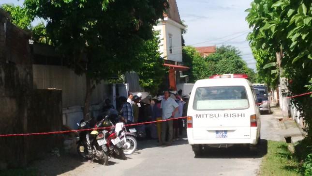 Hà Tĩnh: Phát hiện 2 mẹ con chết trong tư thế treo cổ trong nhà - anh 2