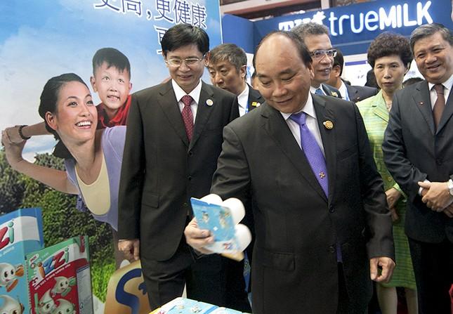 Thủ tướng dự khai trương Khu gian hàng Việt Nam tại CAEXPO 2016 - ảnh 1
