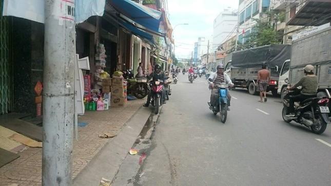 4 tên chém tiểu thương Sài Gòn cướp 120 triệu đồng - ảnh 1