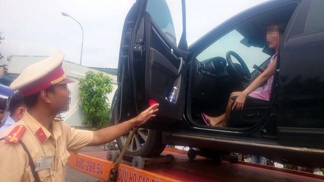Nữ tài xế cố thủ trong ôtô: Tôi hiểu lầm hiệu lệnh của CSGT - ảnh 2