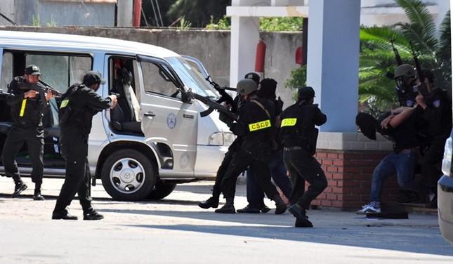 Diễn tập chống khủng bố ở nhà máy lọc dầu Dung Quất - ảnh 8