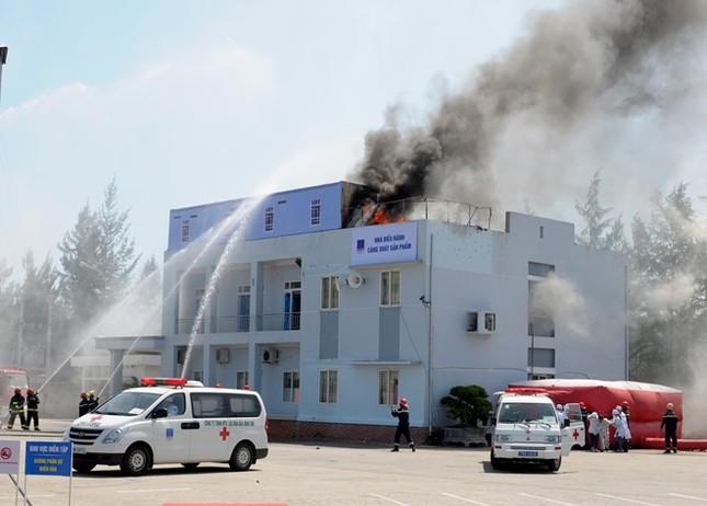 Diễn tập chống khủng bố ở nhà máy lọc dầu Dung Quất - ảnh 13