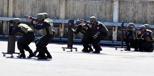 Diễn tập chống khủng bố ở nhà máy lọc dầu Dung Quất - ảnh 4