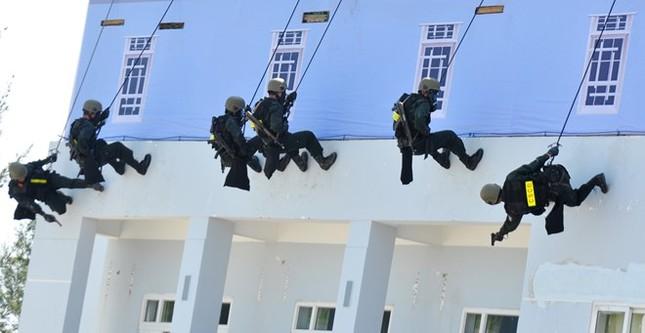 Diễn tập chống khủng bố ở nhà máy lọc dầu Dung Quất - ảnh 7