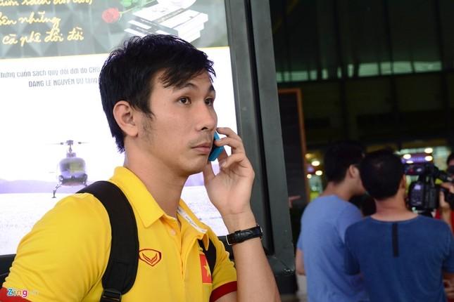 Xe sang đón bầu Tú trở về cùng tuyển futsal Việt Nam - ảnh 5