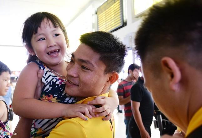 Xe sang đón bầu Tú trở về cùng tuyển futsal Việt Nam - ảnh 3