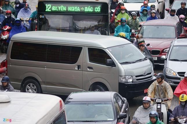 Đi tìm thủ phạm gây ùn tắc giao thông ở Hà Nội - ảnh 6