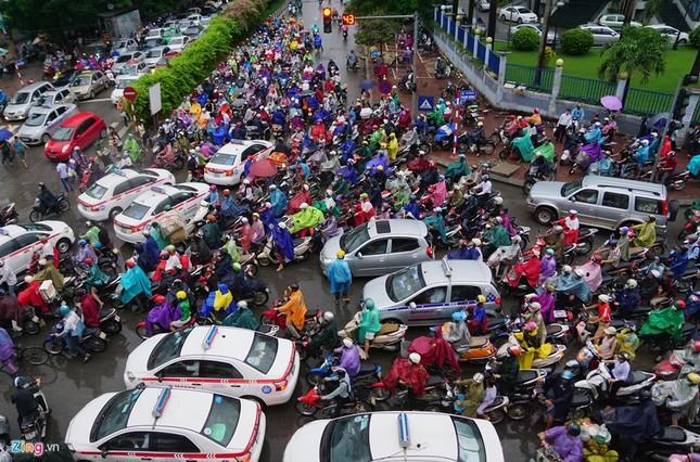 Đi tìm thủ phạm gây ùn tắc giao thông ở Hà Nội - ảnh 18
