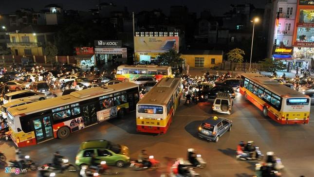 Đi tìm thủ phạm gây ùn tắc giao thông ở Hà Nội - ảnh 17