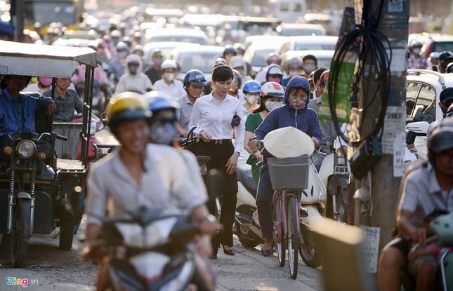 Đi tìm thủ phạm gây ùn tắc giao thông ở Hà Nội - ảnh 15