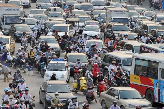 Đi tìm thủ phạm gây ùn tắc giao thông ở Hà Nội - ảnh 1
