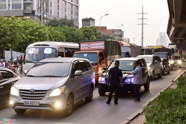 Đi tìm thủ phạm gây ùn tắc giao thông ở Hà Nội - ảnh 9