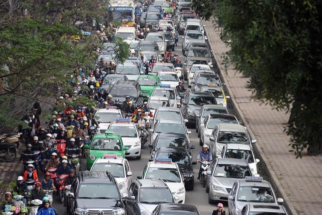 Đi tìm thủ phạm gây ùn tắc giao thông ở Hà Nội - ảnh 7