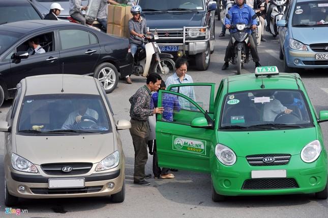 Đi tìm thủ phạm gây ùn tắc giao thông ở Hà Nội - ảnh 11