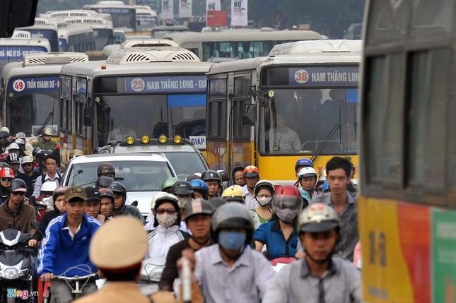 Đi tìm thủ phạm gây ùn tắc giao thông ở Hà Nội - ảnh 16