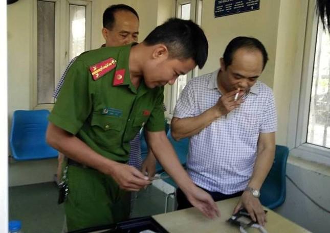 Tự xưng nhà báo khi đâm xe vào cổng UBND Thanh Hóa - ảnh 1