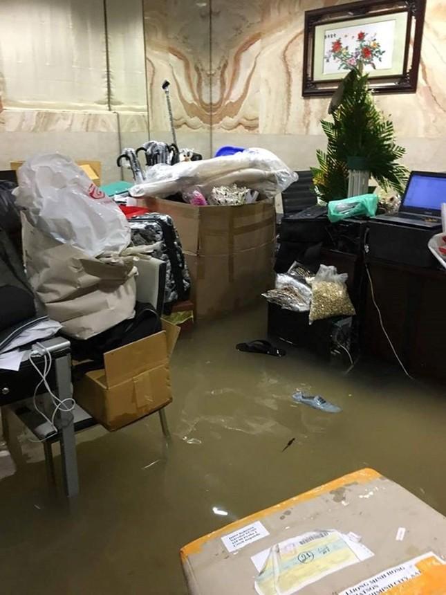 Biệt thự 3 triệu USD của Mr. Đàm bị ngập sâu sau mưa lớn - ảnh 4