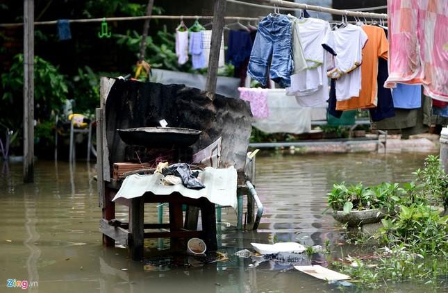Sống chung với nước ngập cả ngày ở Sài Gòn - ảnh 14