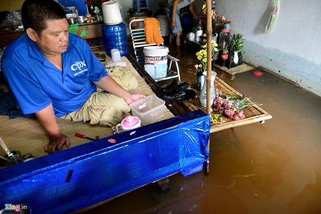 Sống chung với nước ngập cả ngày ở Sài Gòn - ảnh 15