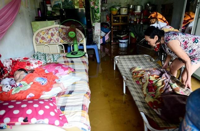 Sống chung với nước ngập cả ngày ở Sài Gòn - ảnh 16