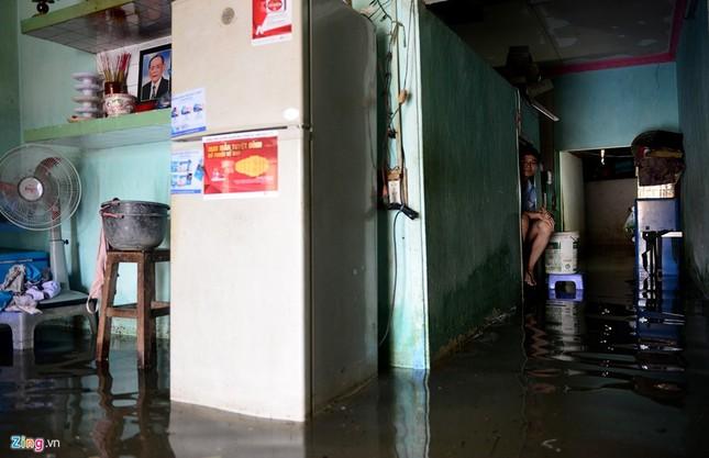 Sống chung với nước ngập cả ngày ở Sài Gòn - ảnh 1