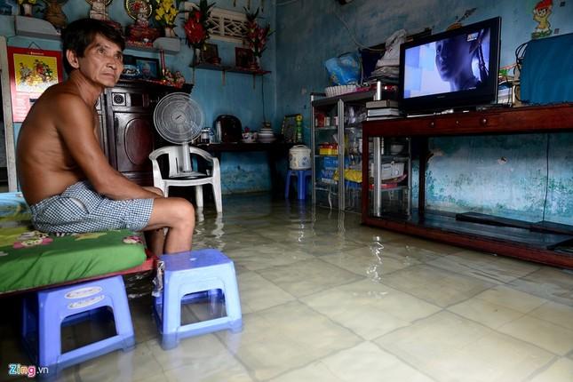 Sống chung với nước ngập cả ngày ở Sài Gòn - ảnh 6
