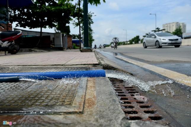 Sống chung với nước ngập cả ngày ở Sài Gòn - ảnh 8