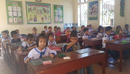 Hơn 400 học sinh, giáo viên sống chung với kho thuốc trừ sâu cũ - ảnh 2