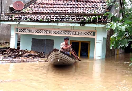 Phú Yên, Bình Định chìm trong biển nước - ảnh 3