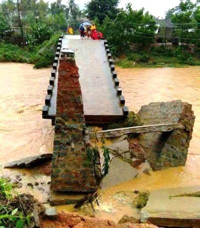 Phú Yên, Bình Định chìm trong biển nước - ảnh 6