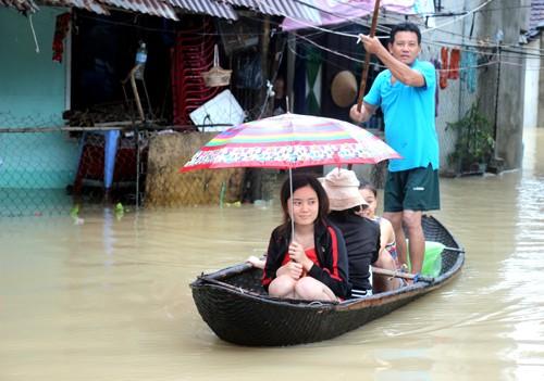 Phú Yên, Bình Định chìm trong biển nước - ảnh 7