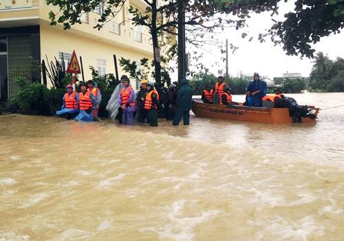 Phú Yên, Bình Định chìm trong biển nước - ảnh 5