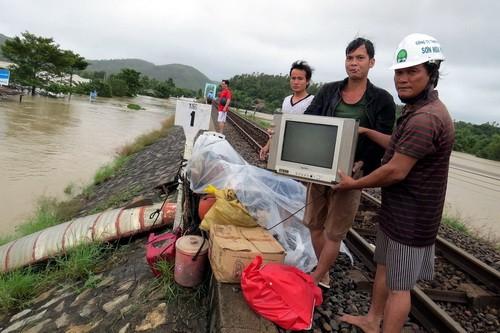 Phú Yên, Bình Định chìm trong biển nước - ảnh 2
