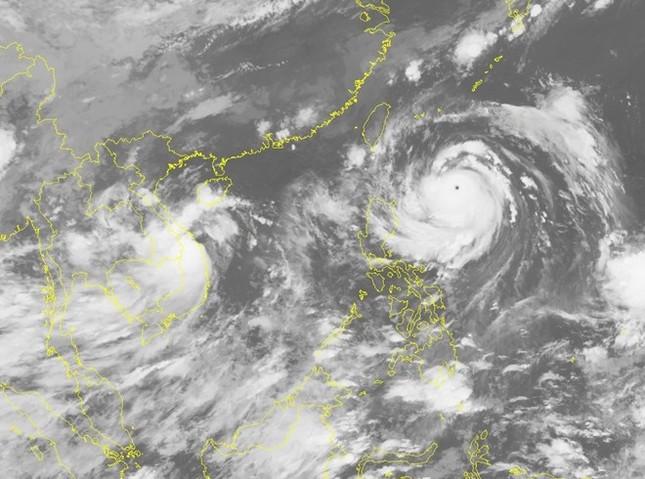 Bão số 4 suy yếu thành áp thấp nhiệt đới, miền Trung mưa to - ảnh 1