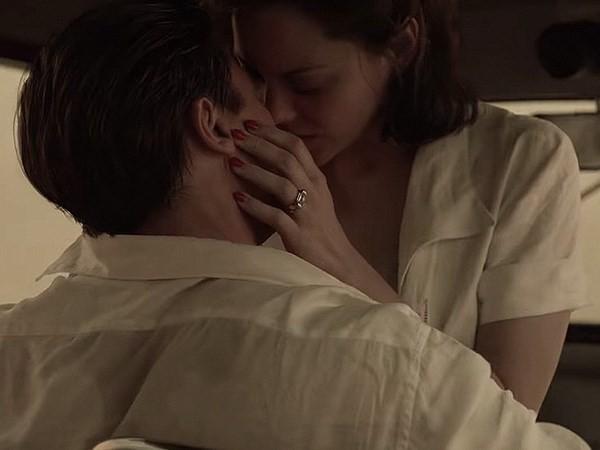 Brad Pitt mê đắm 'người tình tin đồn' Marion Cotillard trong Allied - ảnh 1